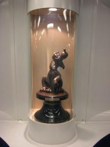 Pluto Statue abord the Disney Train