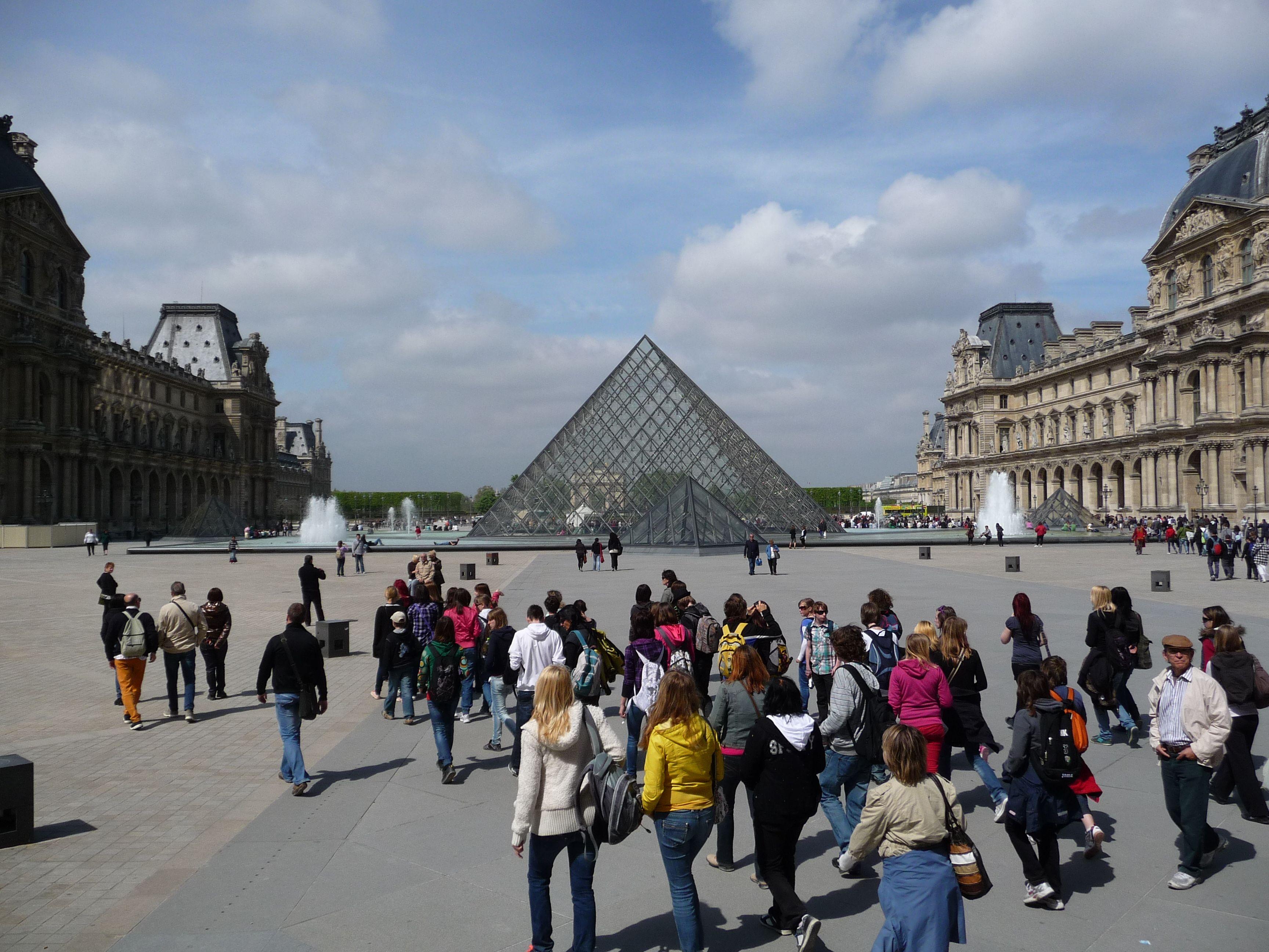 Free Walking Tour of Paris
