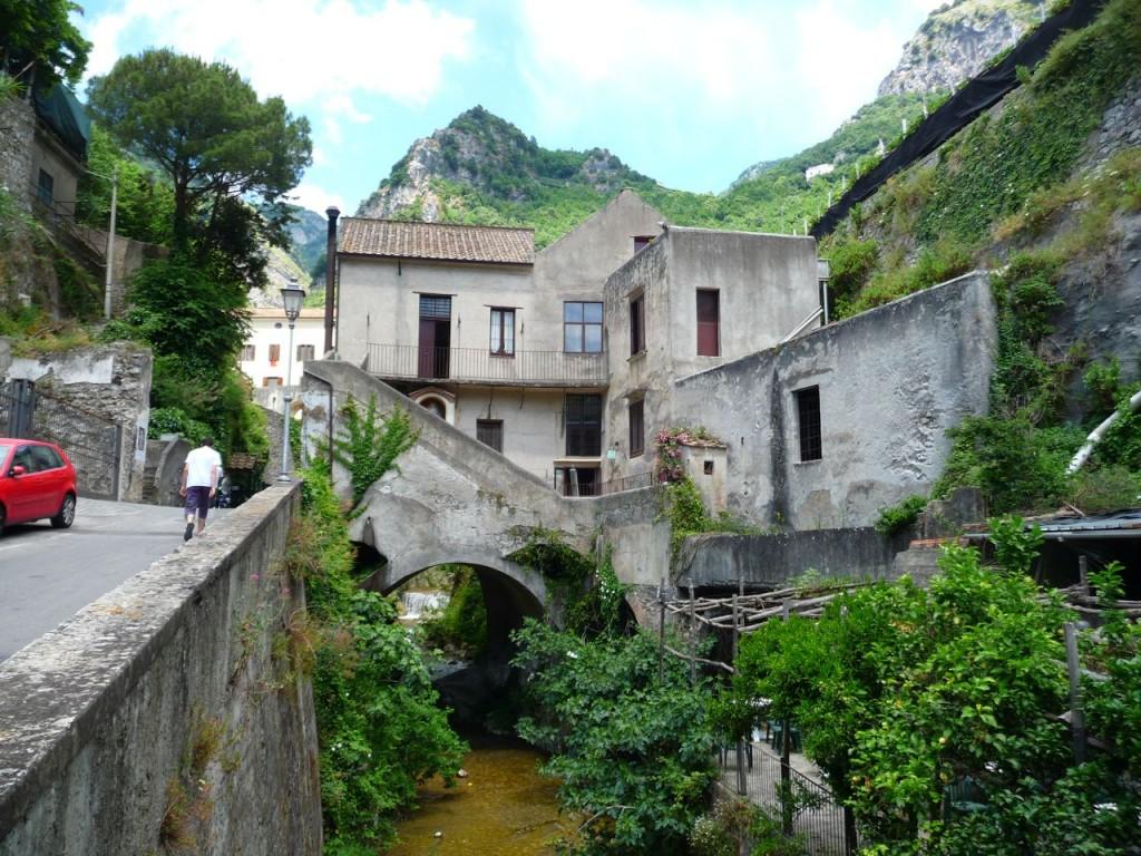 Amalfi Street Building