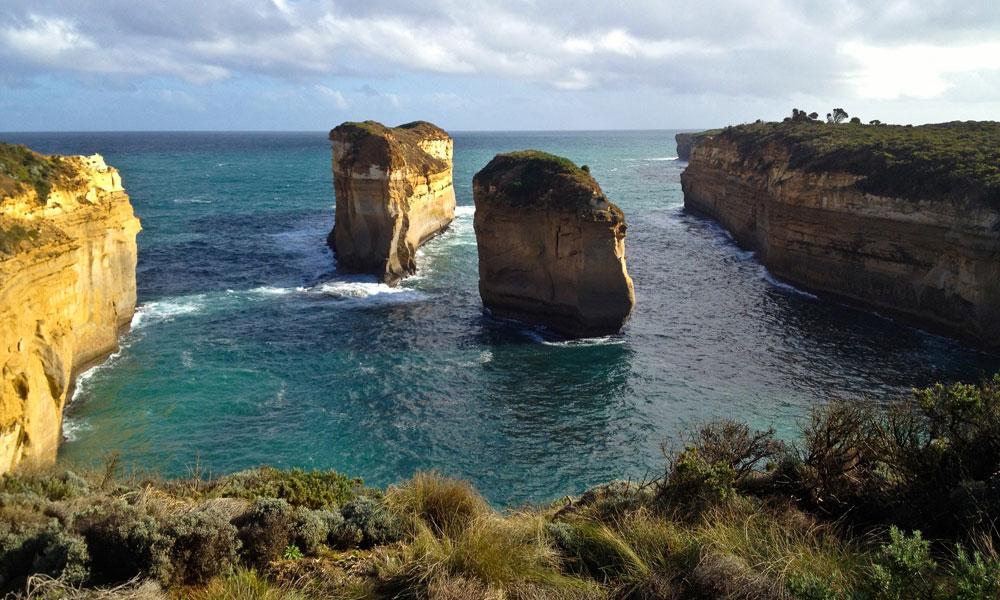 Driving The Great Ocean Road. Island Arch at Loch Ard Gorge